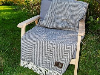 Jacob Classic Blanket in Brown