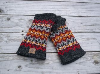 Shetland Hand Warmers in Charcoal