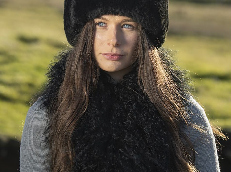 Yeti sheepskin stole black