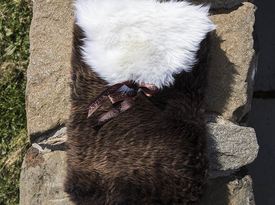 Large Sheepskin Snuggle - Brown with White Lid