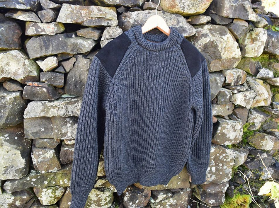 CHUNKY KNIT CREW NECK SWEATER IN CHARCOAL