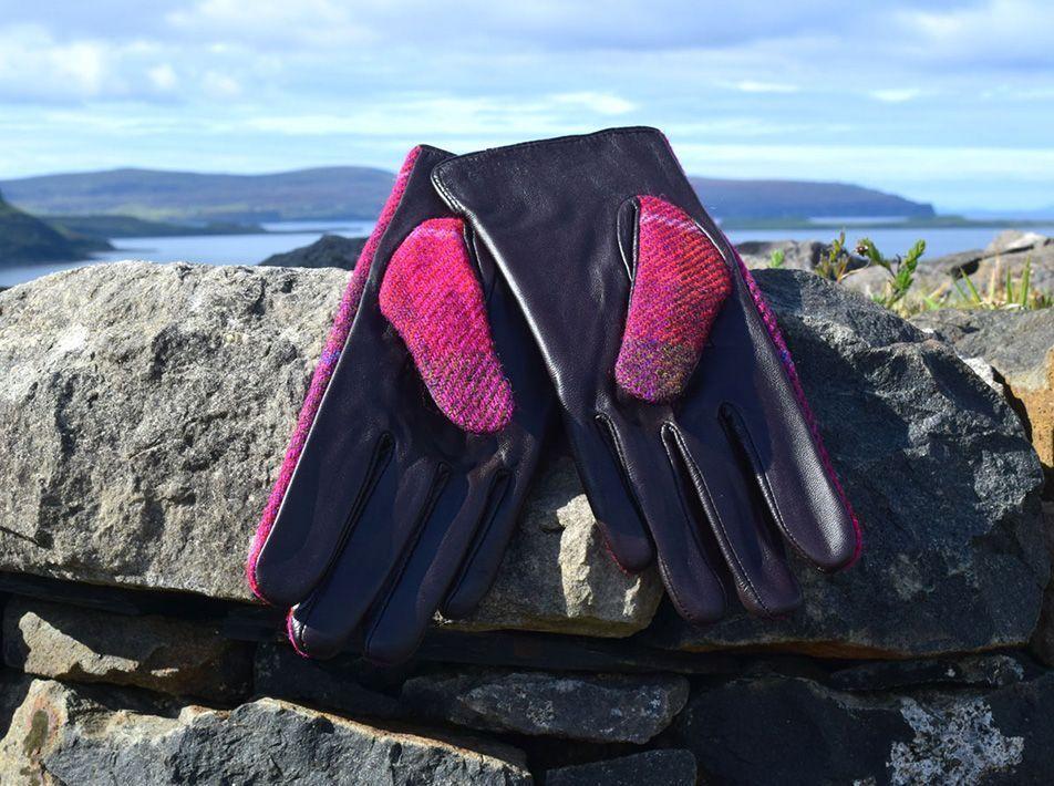Ladies' Harris Tweed Gloves Fuschia reverse