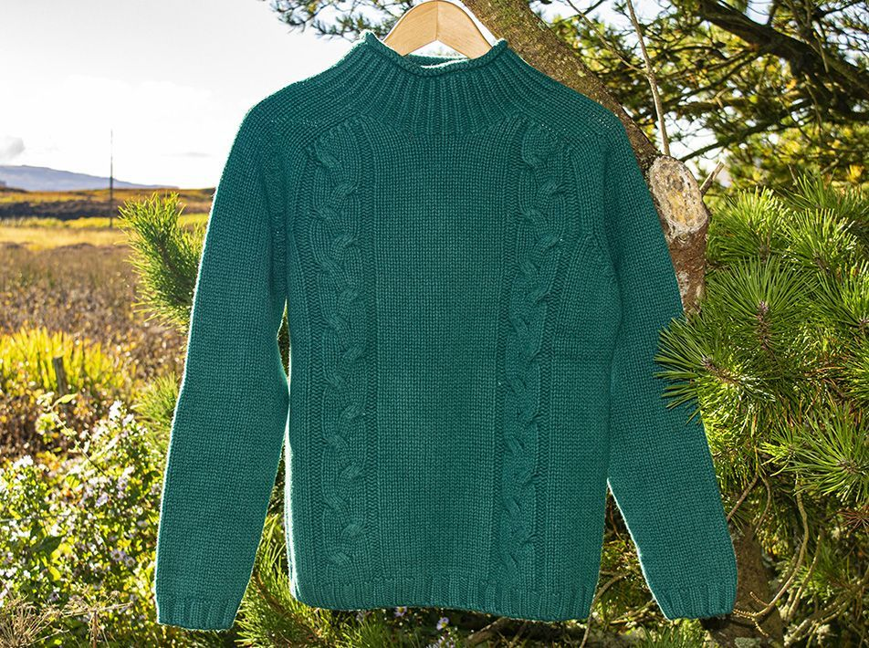 Turtle Neck Sweater Forest Green close-up