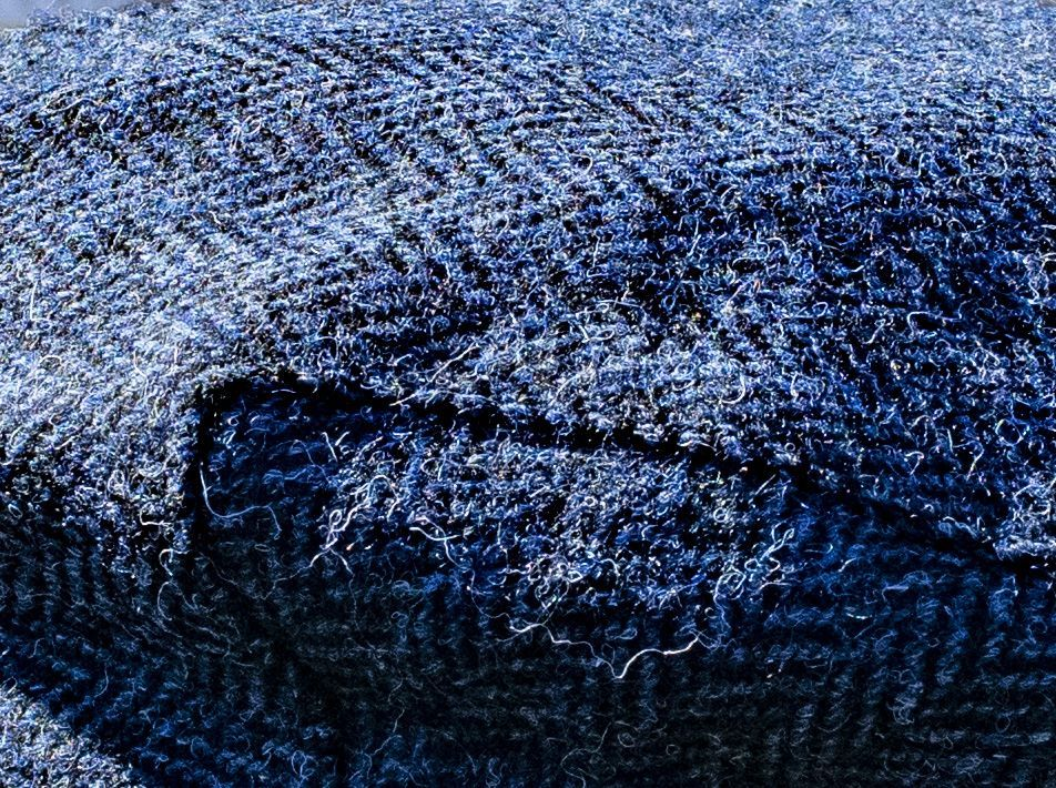 Harris Tweed Flat Cap Blue-Black close-up