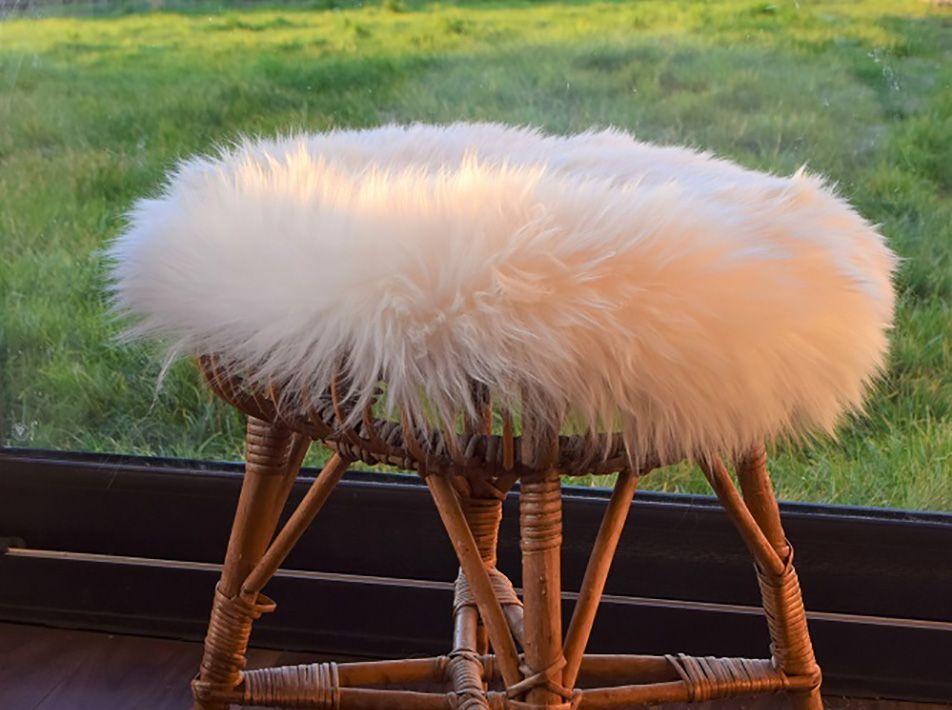 Medium Round Sheepskin Seat Pad in White