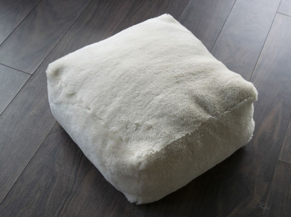 SQUARE SHEEPSKIN POUFFE IN IVORY