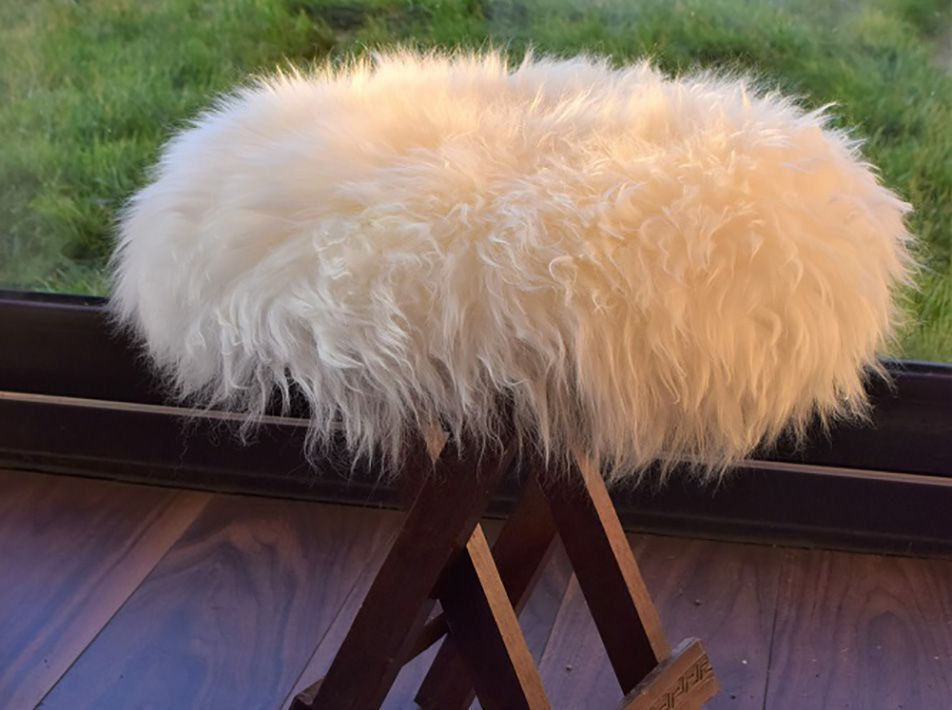 Small Round Sheepskin Seat Pad in White